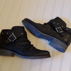 White Mountain belted ankle boots 10 new